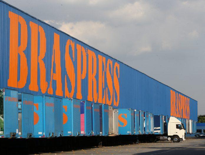 A Braspress comprou mais de 200 caminhões Mercedes-Benz para receber ainda neste ano. Assim, a empresa justifica o investimento no boom do varejo online