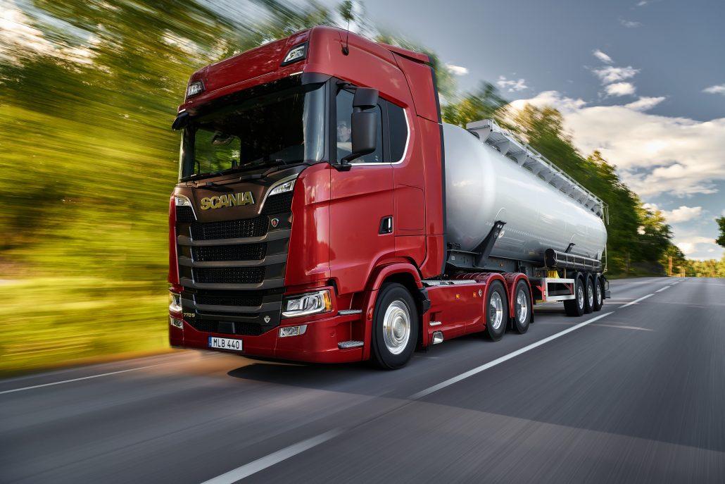 A Scania apresentou na Europa sua nova linha dos icônicos modelos V8, agora com 530, 590, 660 e 770 cavalos de potência. Dessa forma, com a versão de 770cv,