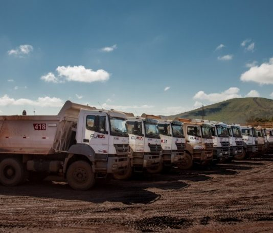 A Mercedes-Benz acaba de negociar a venda de 60 caminhões para a Flapa, empresa de engenharia e mineração, com sede em Belo Horizonte