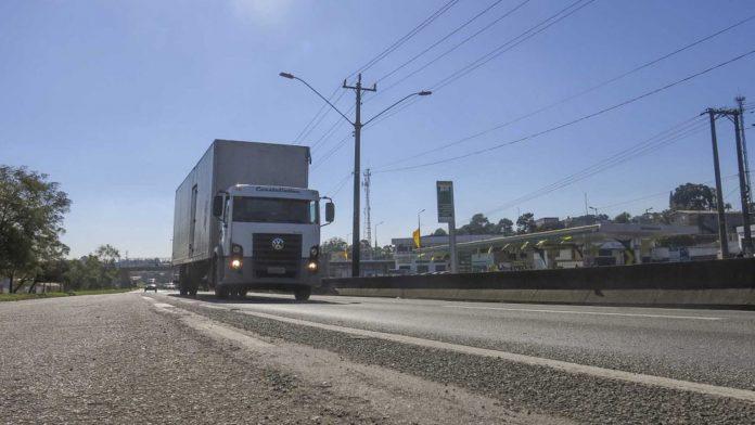 As Empresas Randon e a startup TruckHelp estão lançando um pacote de assistência aos caminhoneiros de todo o país. Dessa forma, o plano Truck Assistência