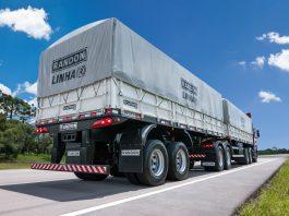 Os caminhões com carrocerias graneleiro e caçamba foram os que mais cresceram na contratação de transporte de cargas no primeiro semestre deste ano.