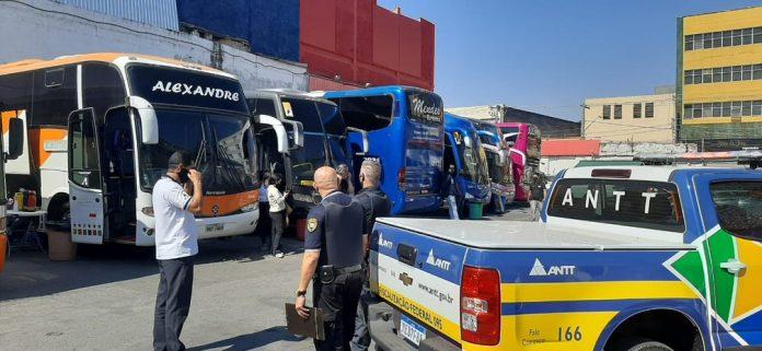 Segundo a Abrati, os perigos que cercam os transportes clandestinos são inúmeros, a começar por quem dirige veículos não autorizados pela ANTT