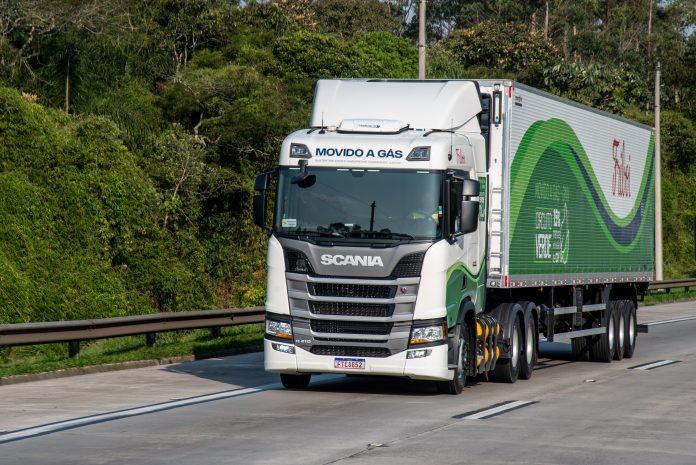A Scania chega ao volume histórico de 50 caminhões movidos a gás natural veicular (GNV) e/ou biometano vendidos no país. Dessa forma, a marca acontece