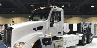 APeterbilt, marca doGrupo Paccar, que também é dono daDAF, começou a vender o 579EV nos Estados Unidos. Trata-se do primeiro caminhão pesado