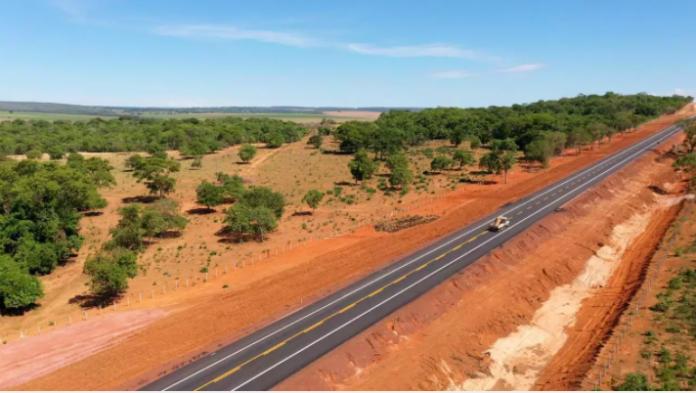 O Ministério da Infraestrutura anunciou a entrega do 2° trecho de pavimentação na BR-419, na região do Pantanal, em Mato Grosso do Sul. Trata-se de 21,4