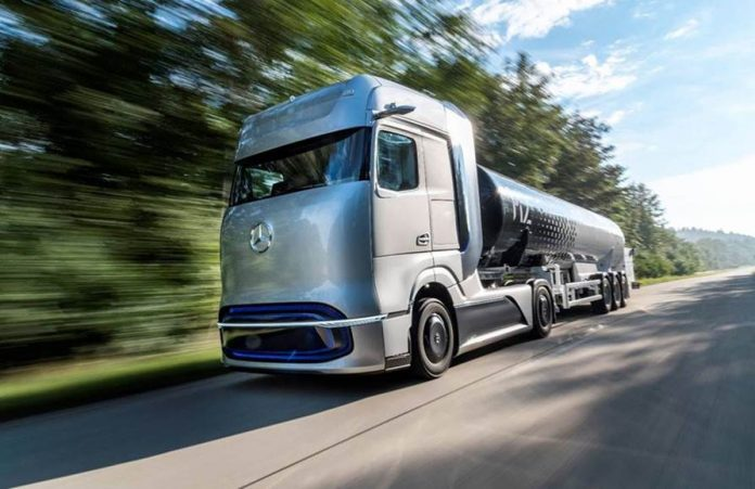 , assinaram um contrato para desenvolver em conjunto a próxima geração da tecnologia de abastecimento de hidrogênio líquido para caminhões