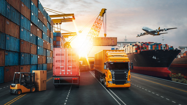 De acordo com estudos da CNT, Confederação Nacional do transporte, os investimentos em infraestrutura de transporte caíram em 2020. Assim, dando