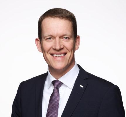 A provedora internacional de logística, Dachser, anuncia o novo CEO, Burkhard Eling. Assim, o executivo assumiu o cargo no dia 1 de janeiro de 2021.
