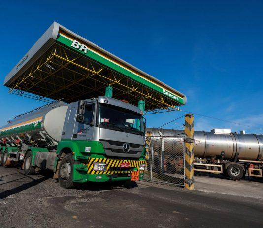 Recentemente, a Petrobras fez um reajuste de 8% no preço da gasolina. Enquanto isso, o preço do diesel não foi alterado pela estatal. No entanto