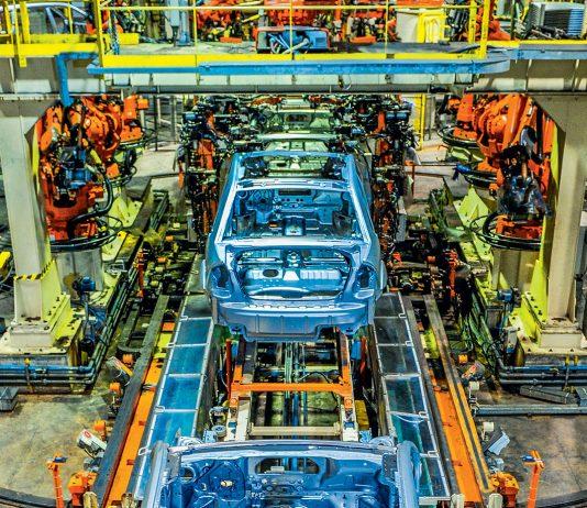 A produção de veículos voltou a encerrar um mês com variação positiva. Em agosto mais de 164 mil veículos foram produzidos no país, superando em 0,3%