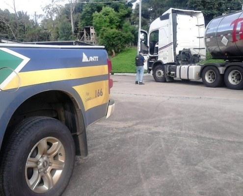 A ANTT – Agência Nacional de Transportadores Terrestres- está promovendo em todo território nacional operações de fiscalização de transporte r