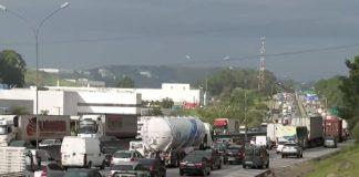 Na manhã de hoje, a rodovia Castello Branco foi parcialmente interditada por caminhoneiros. Assim, duas faixas da via foram ocupadas