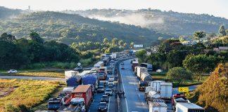 Mais duas entidades que representam caminhoneiros retiraram a greve programada para a última segunda-feira (1º). Com isso, a mobilização convocada