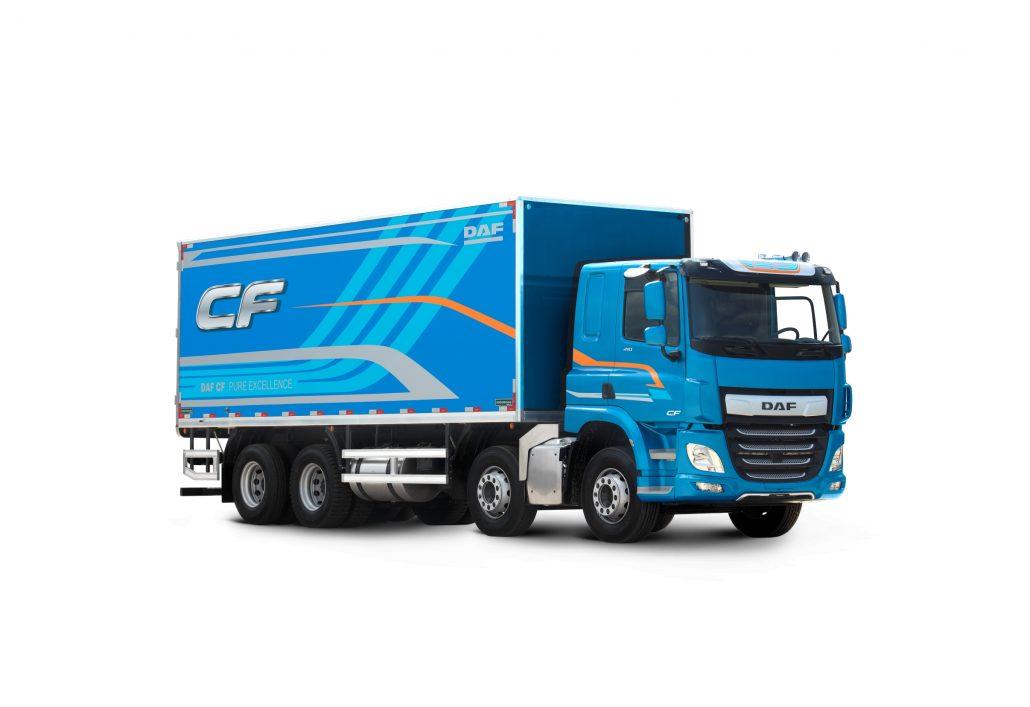 Caminhão DAF CF, modelo rígido, na configuração 8x2