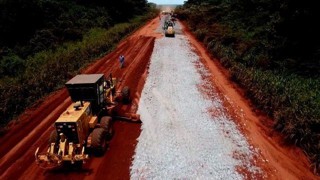 As equipes do Departamento Nacional de Infraestrutura de Transportes (DNIT) aceleram o ritmo das obras de manutenção na BR-158/MT e também na BR-242/MT.