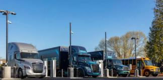ADaimler Truckse aGeneral Electric inauguraram uma estação de carregamento de caminhões eletrificados. Assim, a chamada Ilha Elétrica