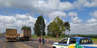 A Agência Nacional de Transportes Terrestres (ANTT) realizou nesta segunda-feira (5), uma fiscalização na BR-050, entre Uberlândia e Uberaba. Dessa forma, o