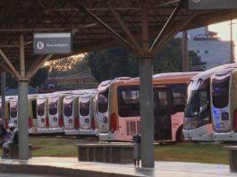 Os rodoviários realizaram greve nesta segunda, 3, na capital do país. Dessa forma, os profissionais paralisaram 100% do serviço de transporte público