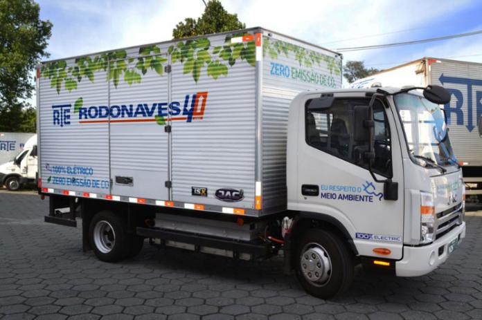 A RTE Rodonaves adquiriu seis unidades de caminhões elétricos Jac Motors do modelo iEV1200T para integrar sua frota a partir deste mês.
