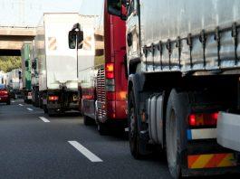 O comércio entre o Brasil e o Paraguai gera uma demanda de mais de 80 mil caminhões. De janeiro a abril, 80.779 caminhões passaram pelo Porto Seco.