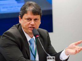 Nesta terça (1), o ministro da Infraestrutura, Tarcísio Gomes de Freitas, pronunciou que serão contratados mais de R$ 1 trilhão em infraestrutura.