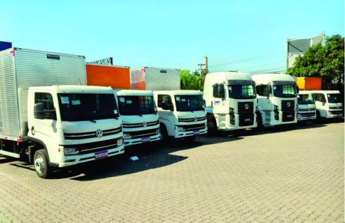 A Fratex Locação de Veículos acaba de receber 12 novos caminhões da Volkswagen. A transação foi intermediada pela Apta Caminhões e Ônibus, de São Bernardo