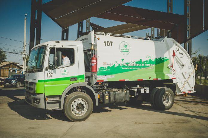 A Transfich, empresa chilena especialista em coleta urbana, acaba de receber 18 caminhões Atego da Mercedes-Benz para renovar e fortalecer sua frota.