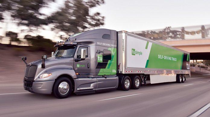 Um caminhão autônomo realizou nos EUA uma viagem de 1.529 km com intervenção do motorista em apenas 20% da viagem. Além disso, o teste serviu para verificar