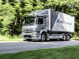 A Mercedes-Benz Trucks celebrou a estreia mundial de seu eActros elétrico movido a bateria para transporte pesado em serviços de distribuição. Dessa