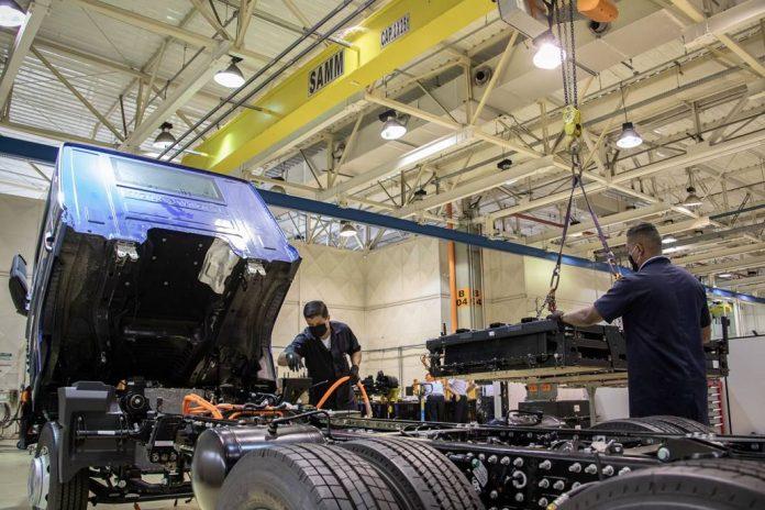 A VW Caminhões e Ônibus anuncia a instalação da Baterias Moura em seu complexo industrial localizado em Resende (RJ). Dessa forma, a empresa