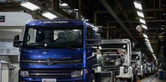 A Volkswagen Caminhões e Ônibus dá início hoje a produção em série do caminhão elétrico, o e-Delivery. O modelo é o único 100% concebido,