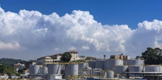 A Shell Brasil Petróleo assinou acordo de venda da sua divisão de lubrificantes no Brasil para a Raízen. A documentação foi assinada nesta segunda (7).
