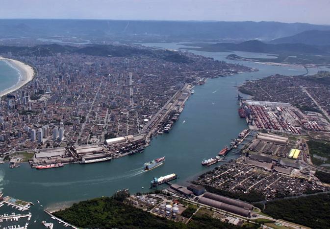 Porto de Santos alcança novos recordes de movimentação de contêineres. Um foi referente ao mês de junho e outro referente ao semestre.