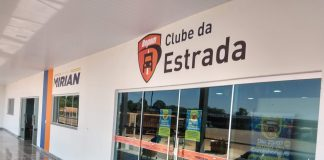 Clube da Estrada Repom oferece exame de vista gratuito para caminhoneiros. O projeto faz parte da campanha de conscientização aliada ao dia da saúde ocular.