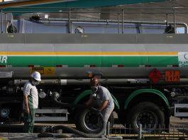 A Petrobras vai reajustar o preço do gás de botijão e da gasolina em mais de 7% a partir deste sábado. Em ambos os casos são reajustes para