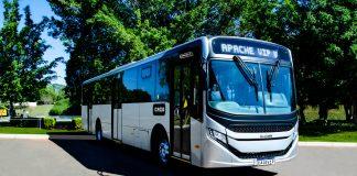A tradicional fabricantes de ônibus Caio apresentou hoje ao mercado o novo xodó da empresa: o Apache Vip V. Portanto, a quinta geração de um dos modelos