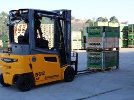 Scania Latin America substitui 40 empilhadeiras a bateria de chumbo-ácido por 40 empilhadeiras elétricas de íon-lítio na unidade de Vinhedo.