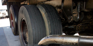 A Cetesb (Companhia Ambiental do Estado de São Paulo) voltou a multar veículos a diesel por emissão excessiva de fumaça preta. Em operação nesta terça,