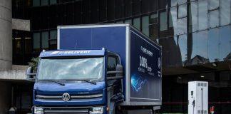 O primeiro lote do e-Delivery, o caminhão 100% elétrico da VWCO, está esgotado em apenas quatro semanas após seu lançamento. Os modelos disponíveis