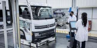 A Volkswagem Caminhões e Ônibus (VWCO) é a primeira empresa a fabricar veículos elétricos em larga escala no país com uma área exclusiva à eletrificação.