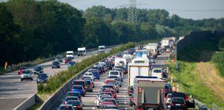 Excesso de velocidade é a principal causa de colisões nas rodovias federais, segundo levantamento da PRF no primeiro semestre de 2021.