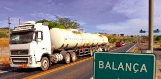 Câmara dos Deputados aprova a MP que prevê o aumento da tolerância para o excesso de peso por eixo de ônibus e de caminhões de carga de 10% para 12,5%.