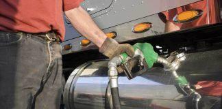 APetrobras anunciou nesta terça-feira (28) que vai elevar o preço do diesel vendido às distribuidoras. Com o reajuste, o preço médio de venda do diesel