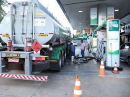 A média do preço do diesel, quando comparada a outubro de 2020, teve avanço de 41%. Atualmente, o combustível alcança média nacional de R$ 5,00.