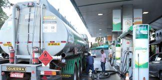 Com o mais recente aumento no preço do diesel, anunciado pela Petrobras na semana passada, o preço dos combustíveis voltou as manchetes de