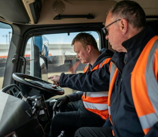 O Reino Unido vive uma situação preocupante em função da falta de caminhoneiros. A crise dos caminhoneiros se deve a uma combinação da pandemia
