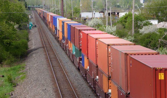 """O ministro da Infraestrutura, Tarcísio de Freitas, afirmou nesta sexta-feira, 8, que o projeto do novo Marco Legal das """"bastante redondo"""" ferroviário"""